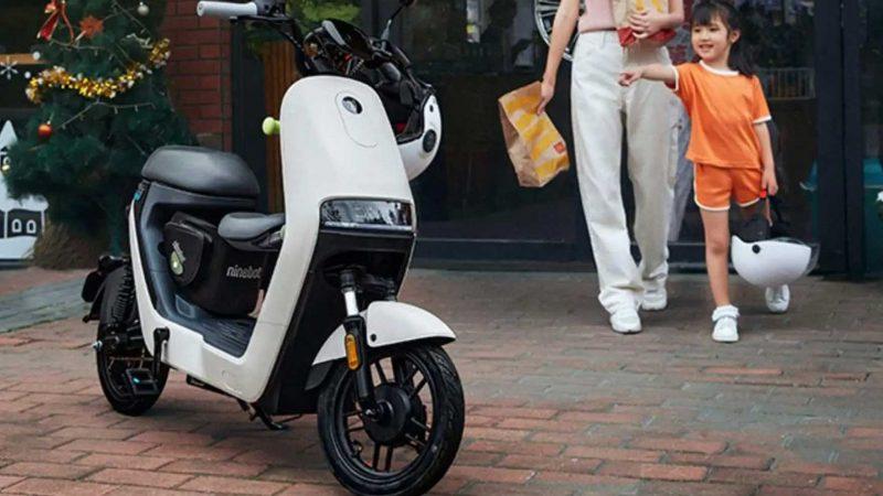 Ce petit scooter électrique coûte moins de 300 euros
