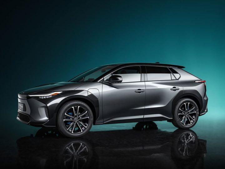 Toyota dévoile un nouveau véhicule électrique et rejoint le pari de Volkswagen sur l'avenir électrique