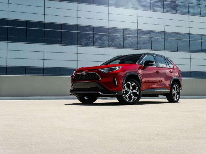L'hybride rechargeable Toyota RAV4 Prime s'envole toujours plus vite que Mach-E