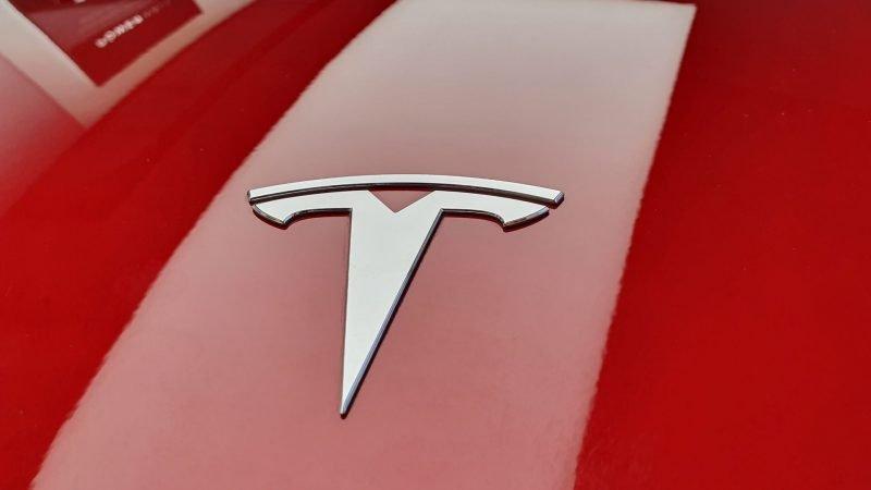 Accident mortel d'une Tesla visiblement sans conducteur
