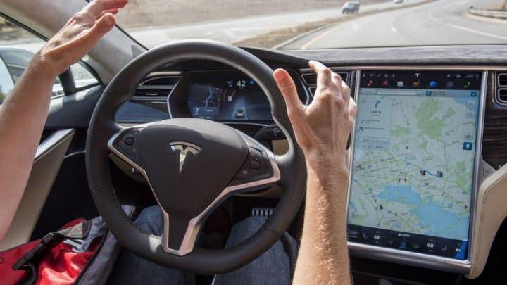 Le PDG de Ford se moque de Tesla pour avoir lancé des voitures autonomes inachevées