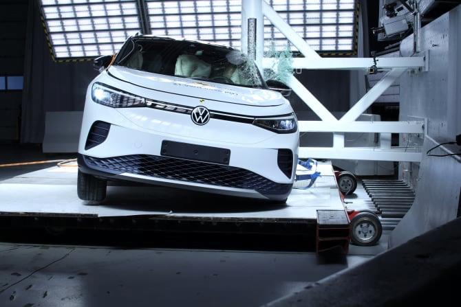 VW ID.4 et Skoda Enyaq : les deux SUV électriques décrochent 5 étoiles aux crash-tests