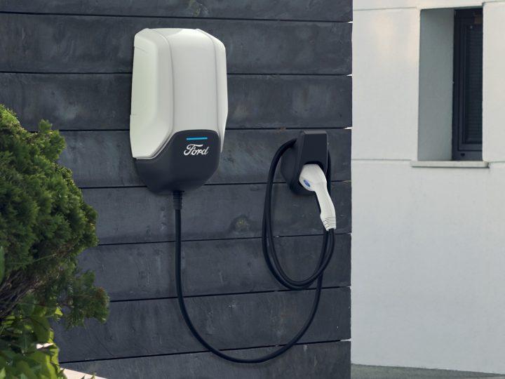 Ford met en pause les ventes de chargeurs domestiques Mustang Mach-E en raison d'un problème technique avec la boîte murale de marque