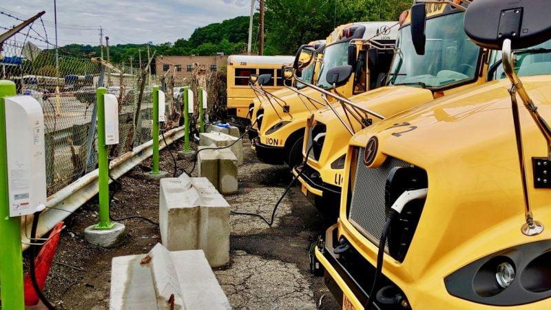Stonepeak et la société de charge Nuvve veulent électrifier les bus scolaires