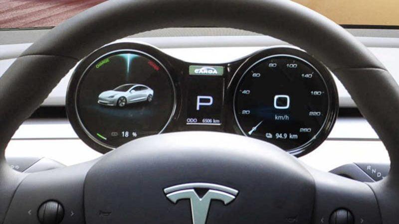 Des kits pour équiper sa Tesla Model 3 d'une instrumentation numérique
