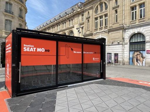 Seat investit la gare Saint-Lazare avec sa station de recharge électrique
