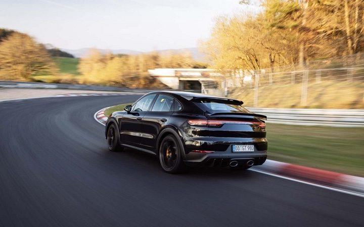 La Porsche Cayenne Turbo 2022 vient de pulvériser le record du tour du Nürburgring pour les SUV