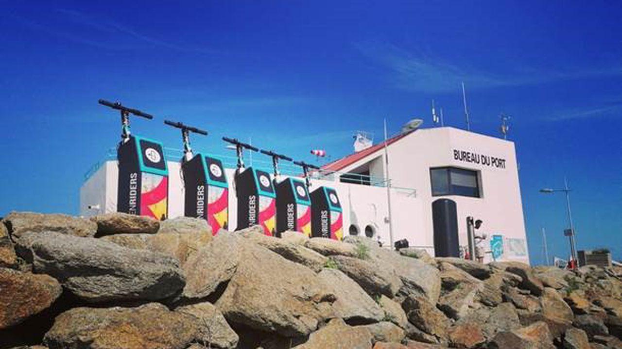 Vendée: le port de l'Ile d'Yeu teste des bornes de rechargement de trottinette