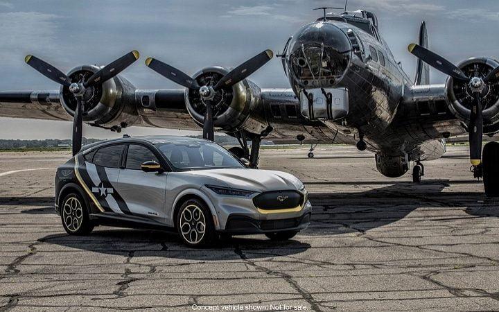 Ford dévoile une Mustang Mach-E unique en l'honneur des femmes pilotes de la Seconde Guerre mondiale