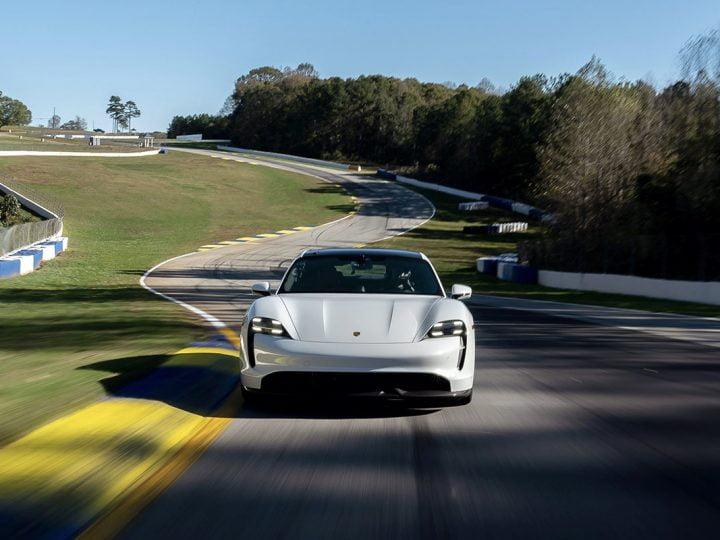 La Porsche Taycan au rappel en raison d'un problème de puissance