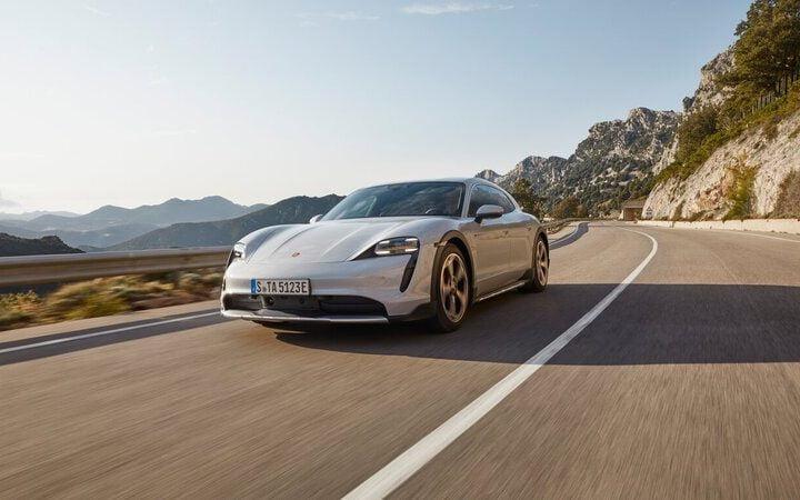 Porsche : 10 000 modèles électriques rappelés pour manque de puissance