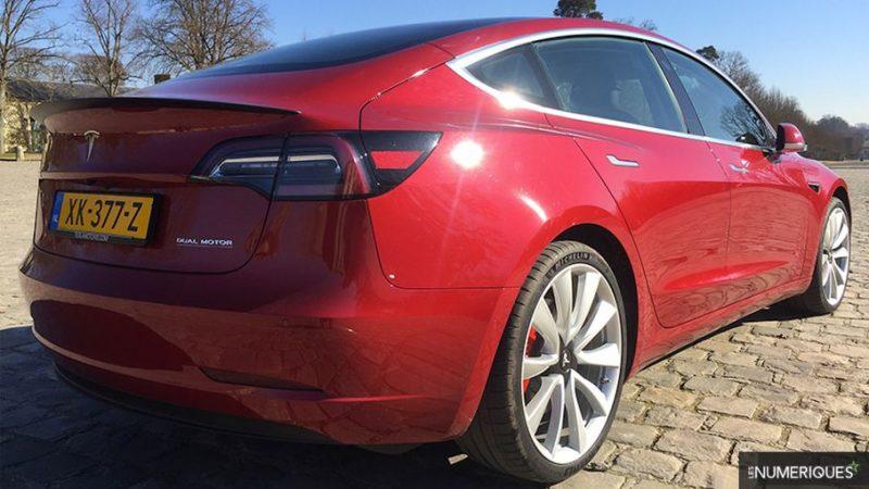 La Tesla Model 3 creuse l'écart dans le top 10 des voitures électriques en France