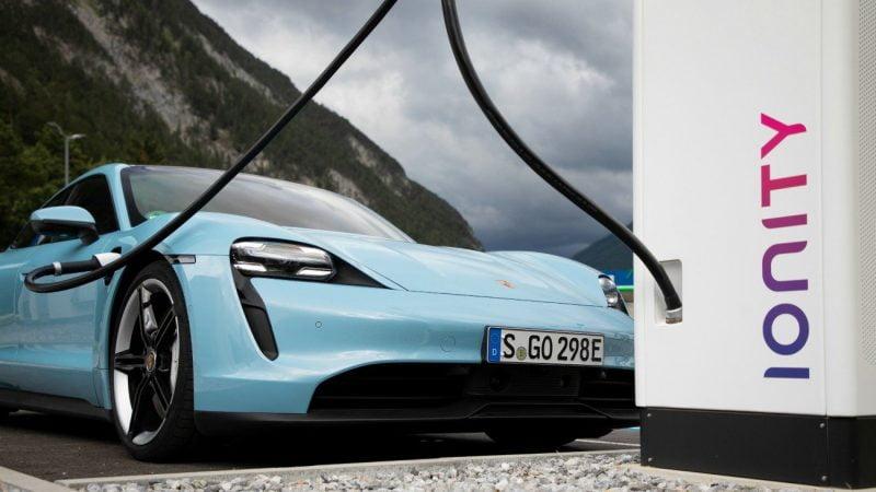 À quel moment les véhicules électriques deviennent-ils moins polluants que les thermiques ?