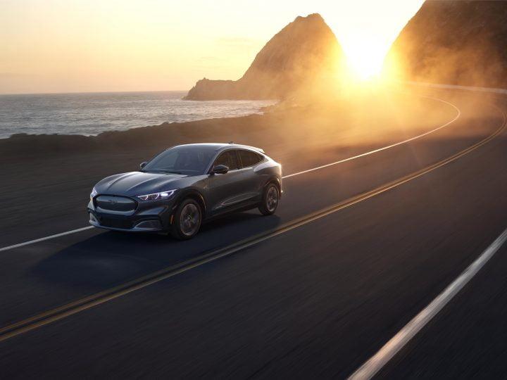 Pick-up hybride Toyota, véhicules électriques haut de gamme, voitures de police électriques Ford, Eli Zero: Actualités automobiles du jour
