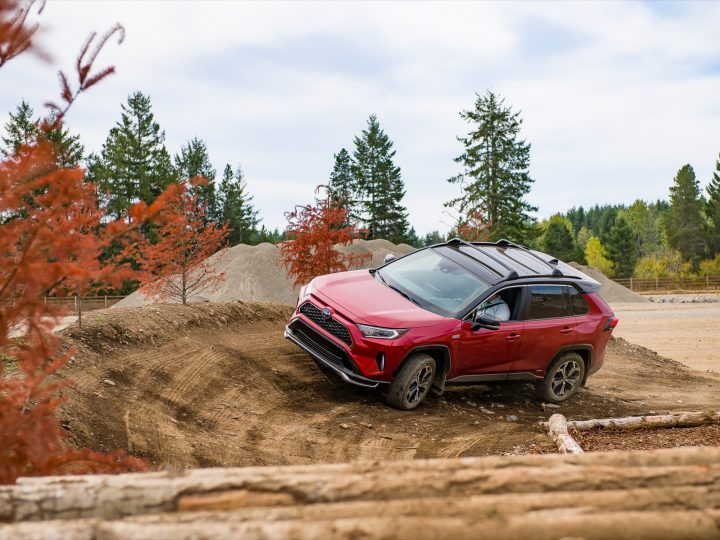 Testé : le Toyota RAV4 Prime 2021 est meilleur en tout-terrain avec le mode EV