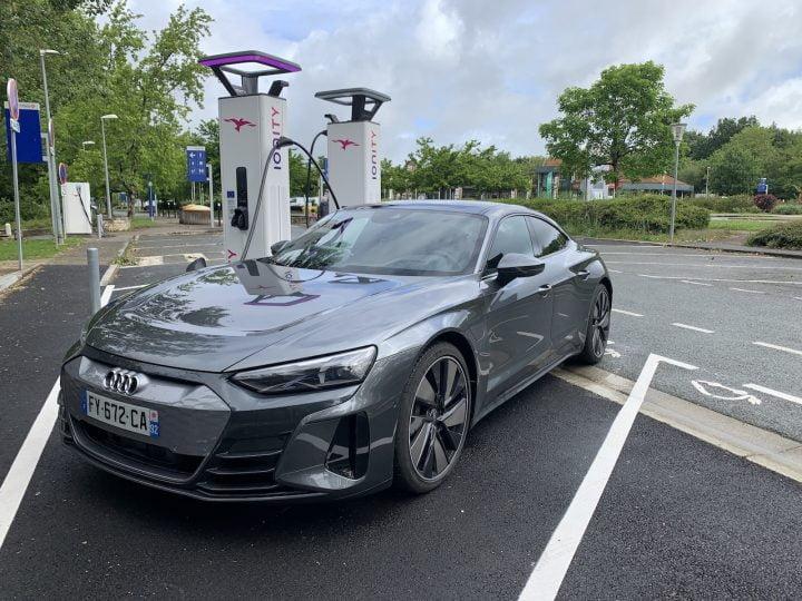 Audi e-tron GT Quattro : peut-on vraiment voyager loin avec la star des voitures électriques ?