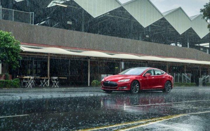 Tesla Model S : les anciens modèles prennent l'eau !