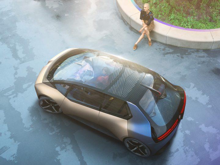 Mitsubishi Outlander PHEV fait du camping, Hyundai Ioniq 7 taquiné, le concept BMW Urban EV s'incline: News automobile du jour