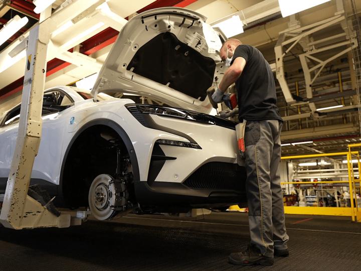 Usine Renault de Douai : reconversion pour la Mégane électrique