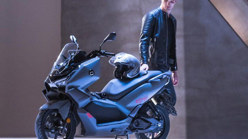 Super Soco CT : le nouveau maxi-scooter électrique en détail