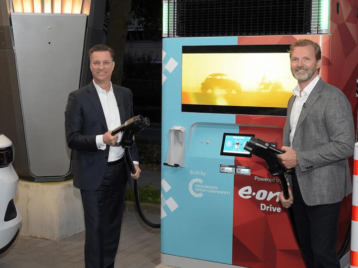 Démarrage de commande pour chargeurs assistés par batterie de VW et E.ON